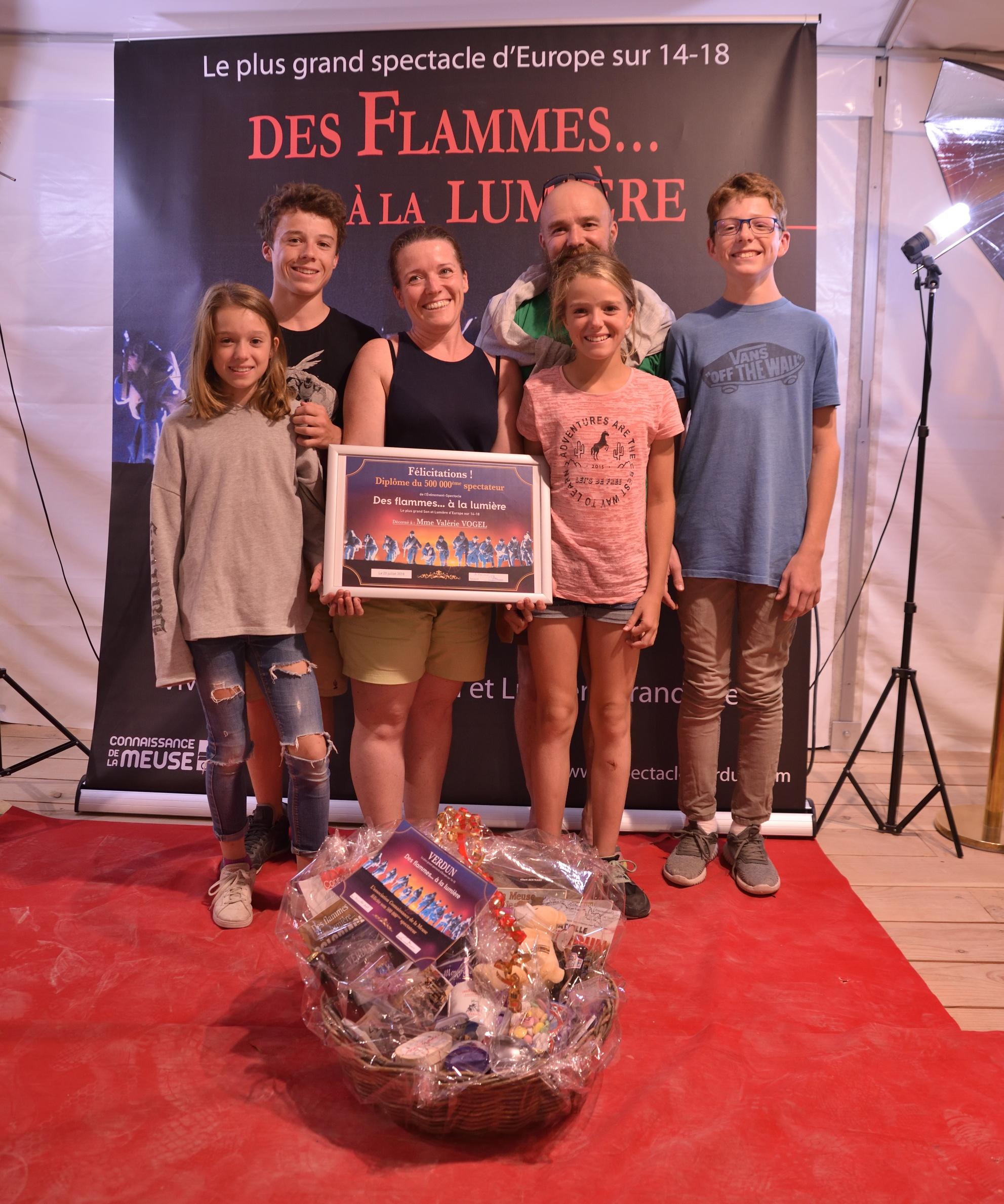 Connaissance de la Meuse félicite son 500 000 ème spectateur, une famille venue du Gard !