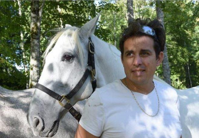Lorenzo et ses chevaux sont bien arrivés au château de Thillombois. Jean-Noel PORTMANN