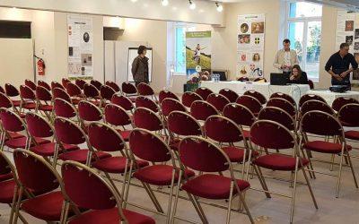 Salle de conférence (200m²) entièrement équipée pour vos réunions (présentations de produits, séminaires, conférences, journées d´études…).