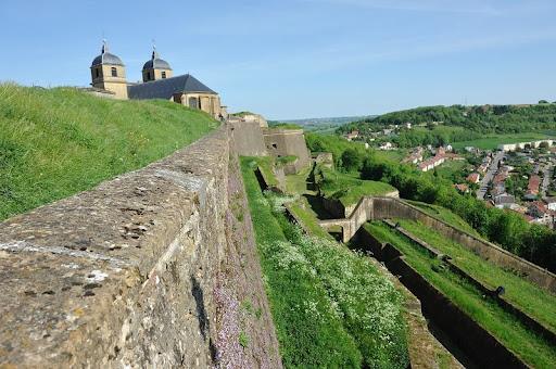 Conférence historique.- Dans l'ancienne église, conférence historique donnée par Jean-Luc Demandre, président de Connaissance de la Meuse.