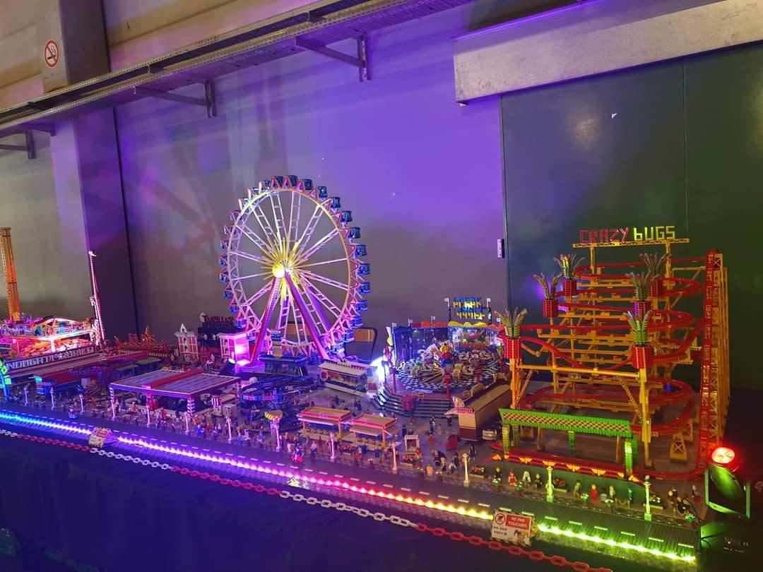 La plus grande fête foraine en LEGO de France s'installera au premier étage du château ! Des milliers d'autres LEGO se dévoileront, sur 36m2 l'exposition, dans différents univers pour le plaisir des petits comme des grands.